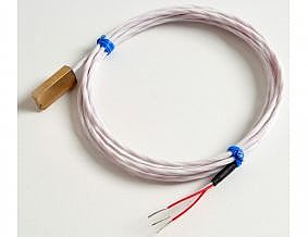 Type 110 - Temperature sensor is couched in a brass / copper cube